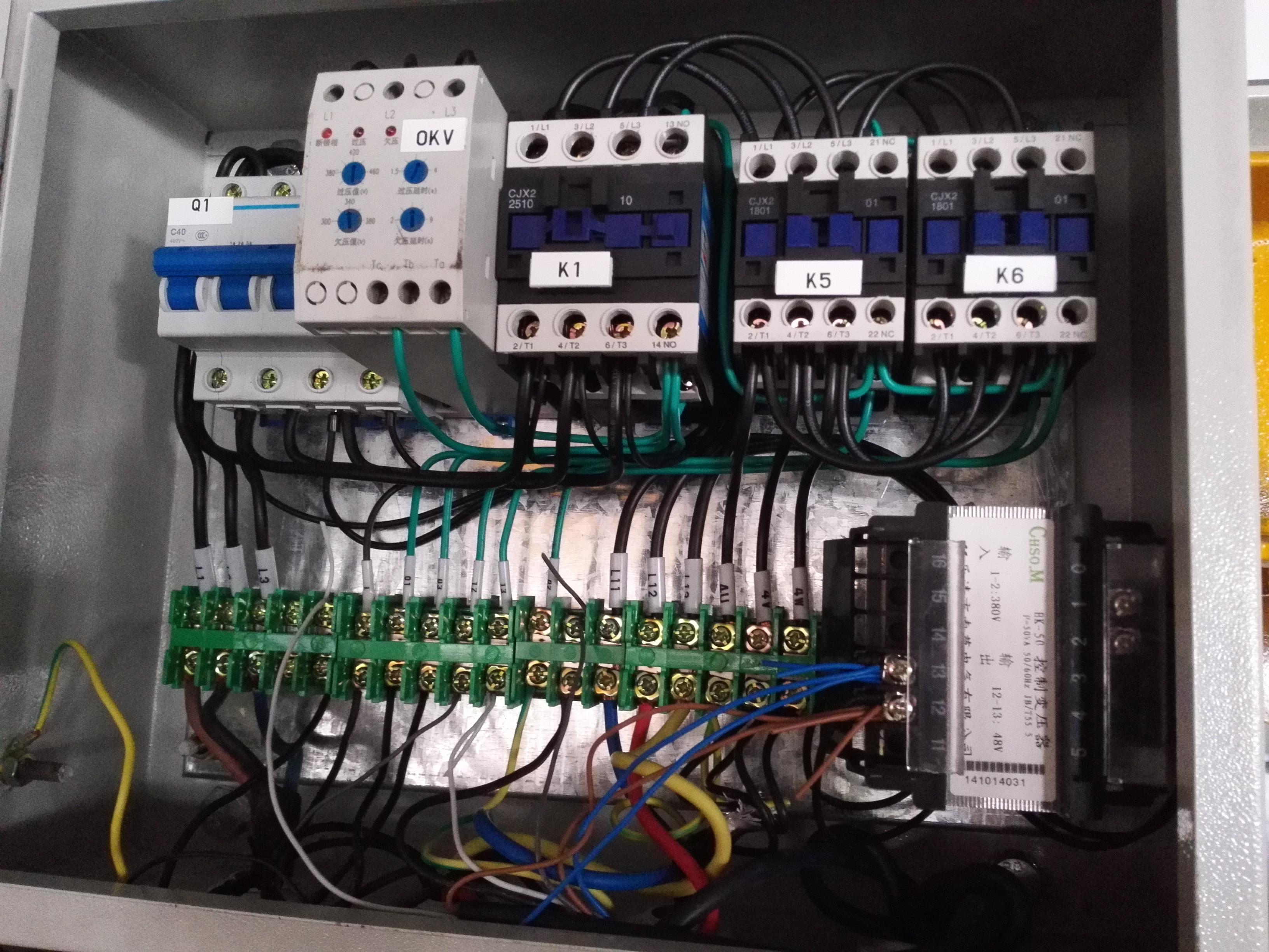 碳刷,电阻箱,时间继电器,接触器等等一些外部元件,使得电控部分的外接