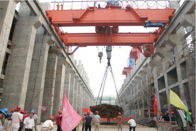 雄峰QD100/20t-28.8m双梁吊钩桥式起重机